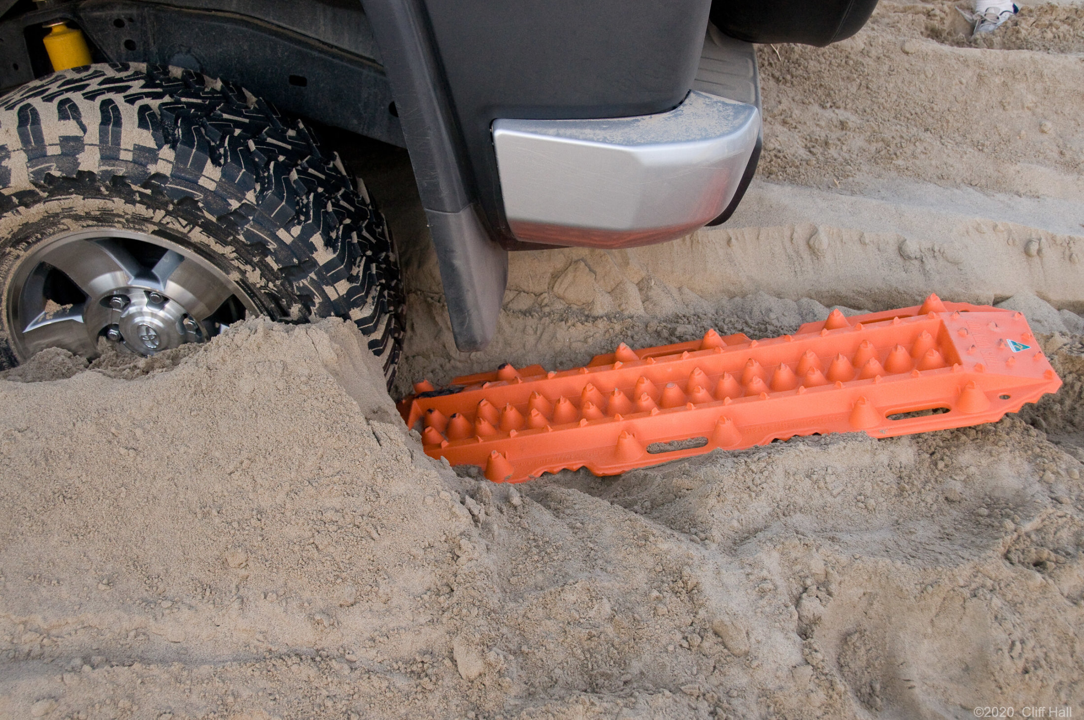 FJ stuck in the sand, so we learn about MaxTrax