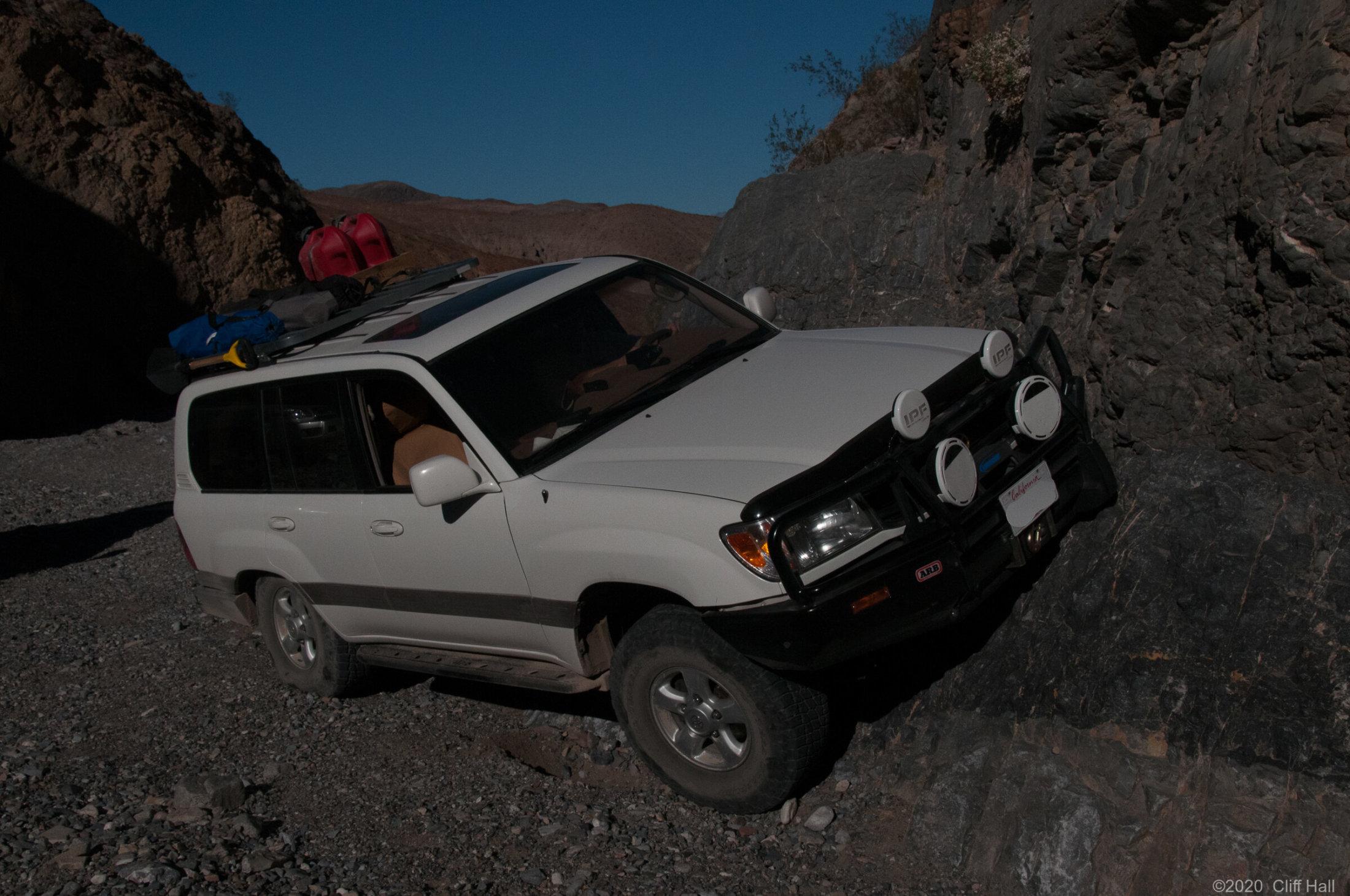 Land Cxruiser posing in Marble Canyon